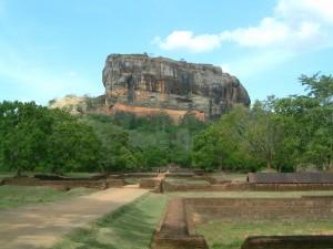 Vista della Rocca dei Leoni di Sigiriya e vista del giardino